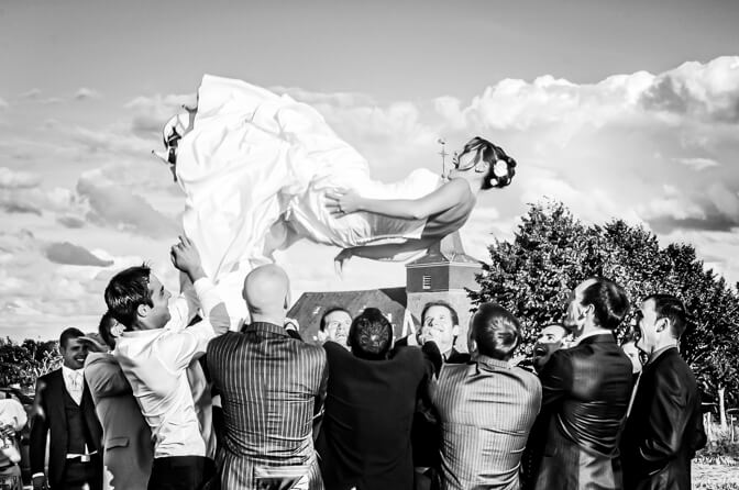 Lancée de la mariée par les invités