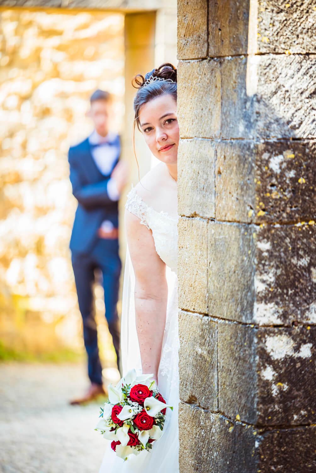 Mariés à l'Abbaye d'Orval en jeu de cache-cache